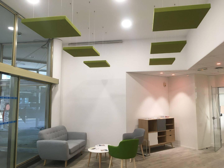 panneaux acoustiques suspendus, pose en plafond